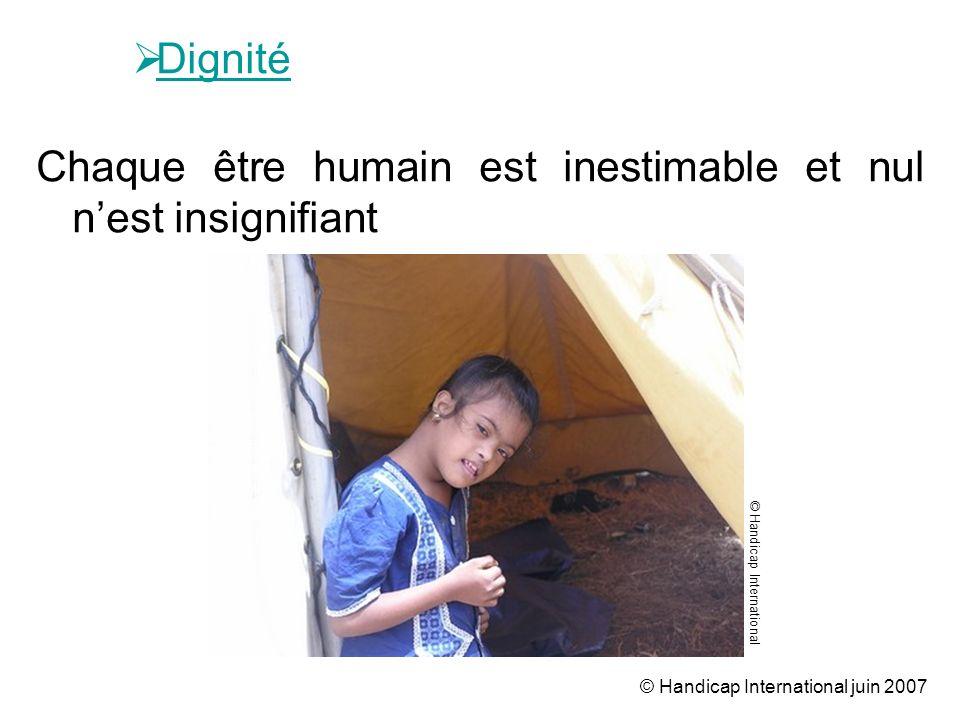 © Handicap International juin 2007 Dignité Chaque être humain est inestimable et nul nest insignifiant © Handicap International
