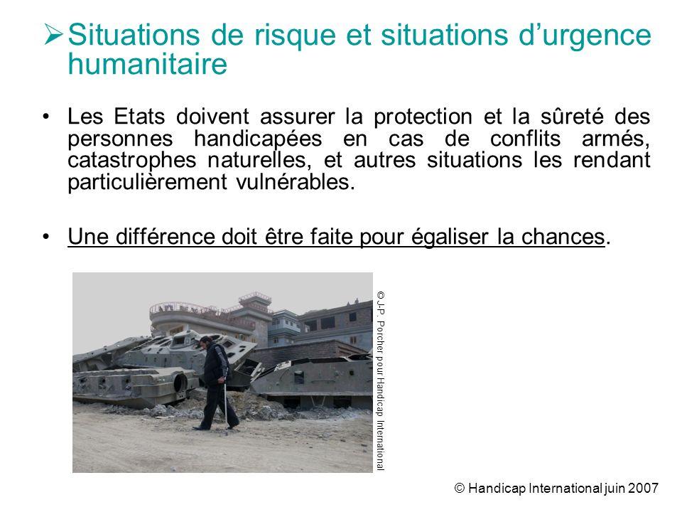 © Handicap International juin 2007 Situations de risque et situations durgence humanitaire Les Etats doivent assurer la protection et la sûreté des pe