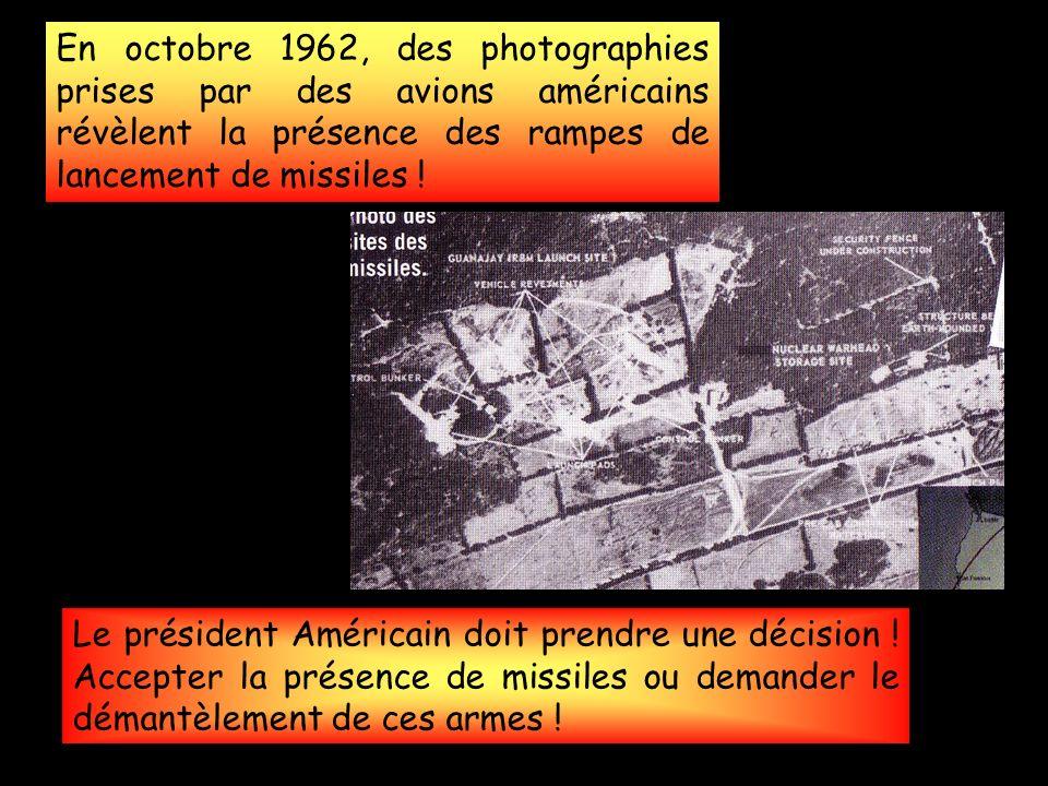 En octobre 1962, des photographies prises par des avions américains révèlent la présence des rampes de lancement de missiles .