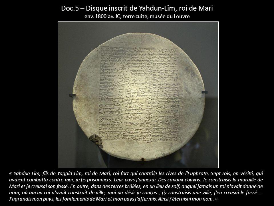 « Yahdun-Lîm, fils de Yaggid-Lîm, roi de Mari, roi fort qui contrôle les rives de l'Euphrate. Sept rois, en vérité, qui avaient combattu contre moi, j