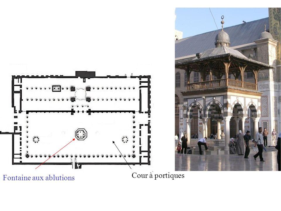 Cour à portiques Fontaine aux ablutions Salle de prière