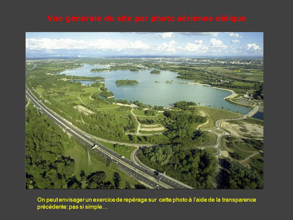 Vue générale du site par photo aérienne oblique On peut envisager un exercice de repérage sur cette photo à laide de la transparence précédente: pas s