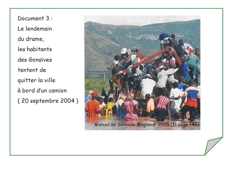 Document 3 : Le lendemain du drame, les habitants des Gonaïves tentent de quitter la ville à bord dun camion ( 20 septembre 2004 )