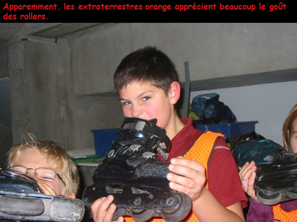 Apparemment, les extraterrestres orange apprécient beaucoup le goût des rollers.