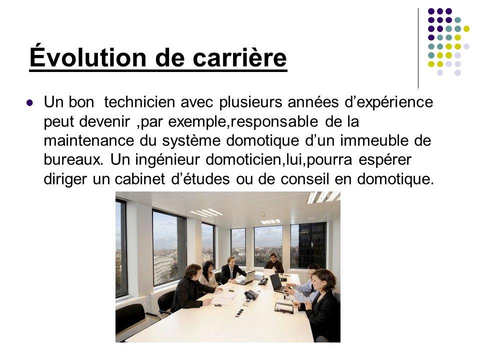 Salaires Environ 1500 euros pour un débutant de niveau bac+.La fourchette se situe entre 18 000 et 26 000 euros annuels.