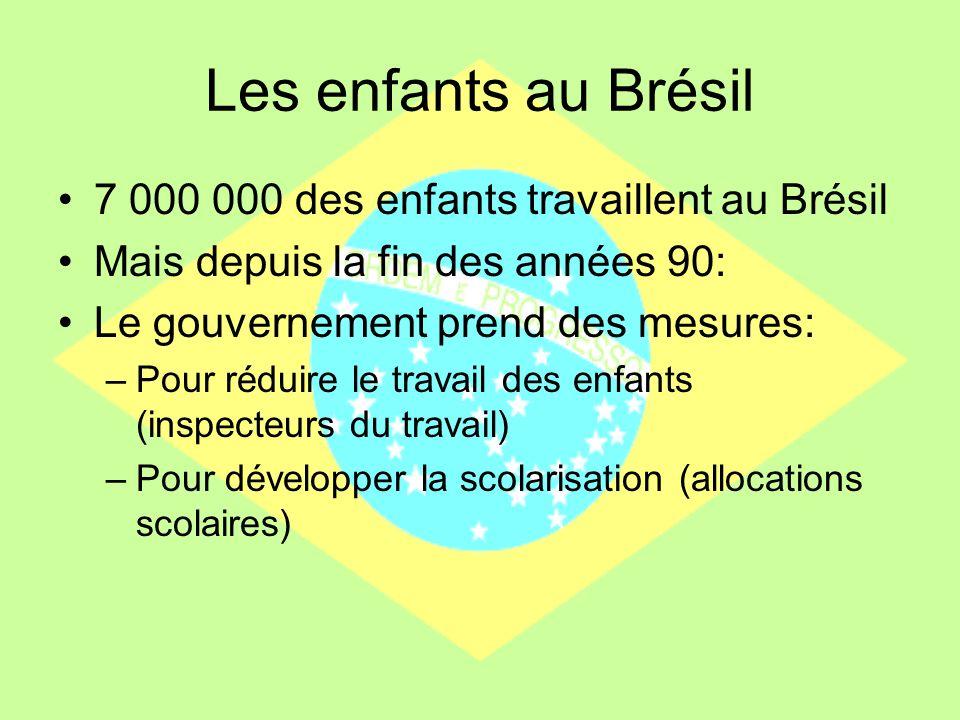 Les enfants au Brésil 7 000 000 des enfants travaillent au Brésil Mais depuis la fin des années 90: Le gouvernement prend des mesures: –Pour réduire l