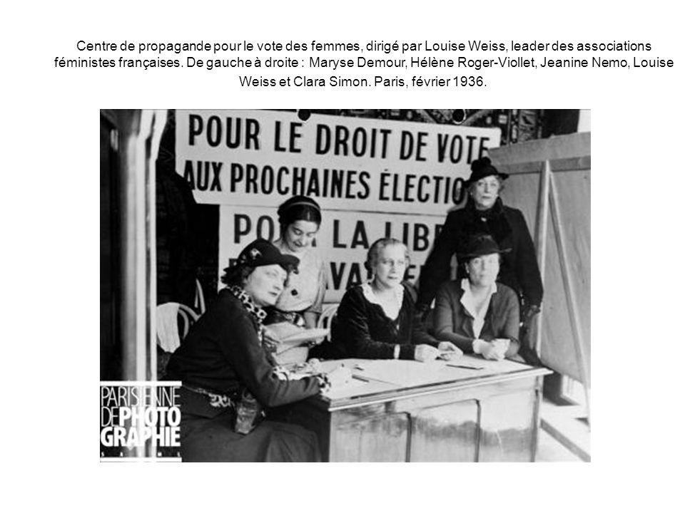 Centre de propagande pour le vote des femmes, dirigé par Louise Weiss, leader des associations féministes françaises. De gauche à droite : Maryse Demo