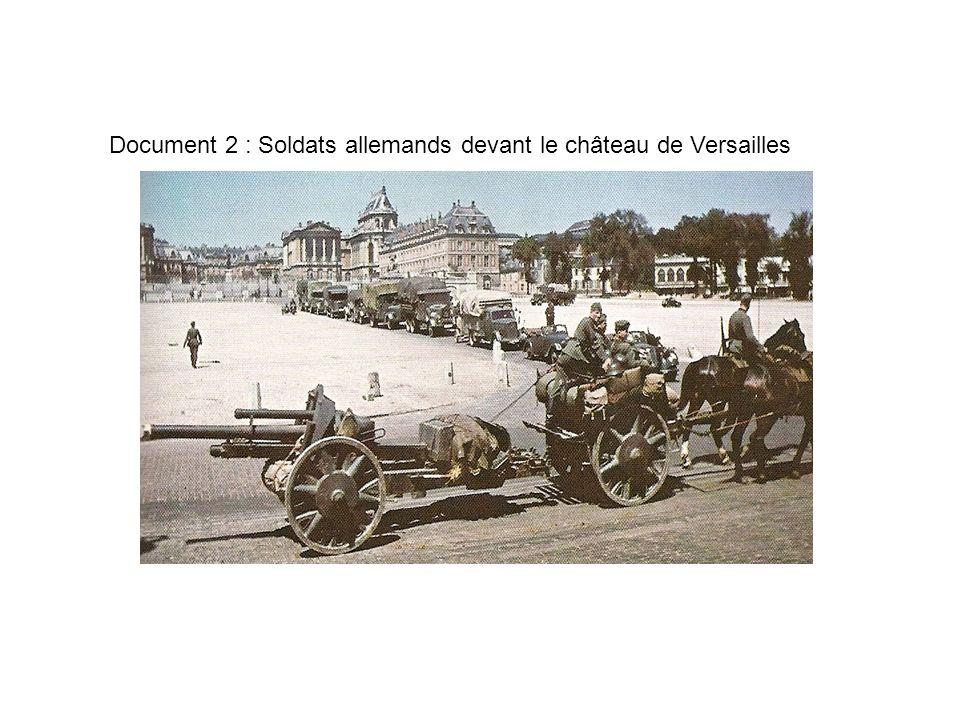 Document 2 : Soldats allemands devant le château de Versailles