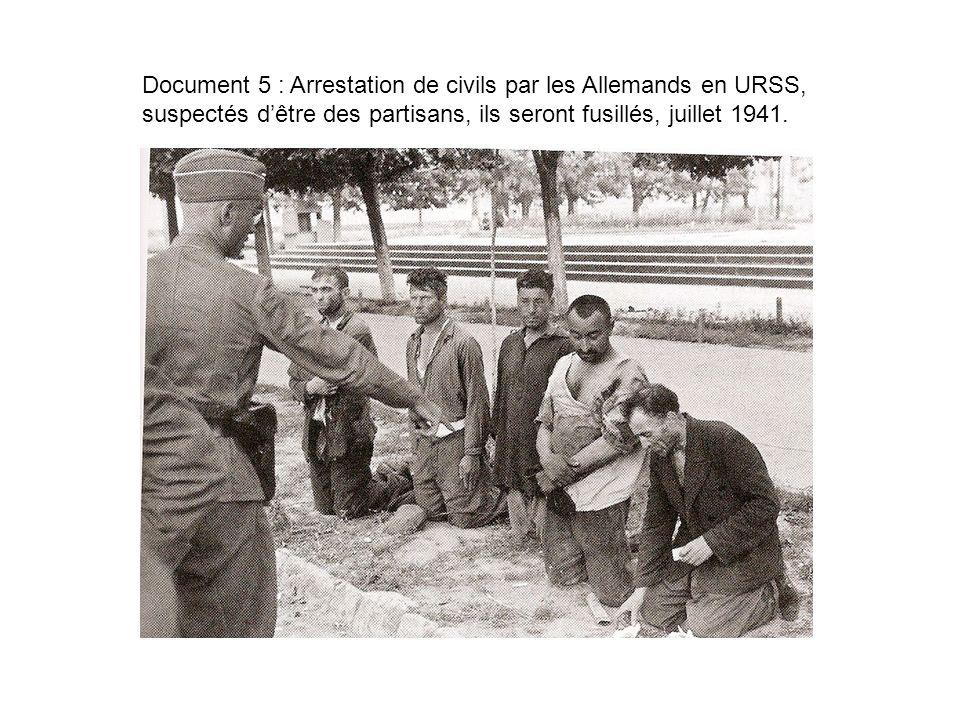 Document 5 : Arrestation de civils par les Allemands en URSS, suspectés dêtre des partisans, ils seront fusillés, juillet 1941.
