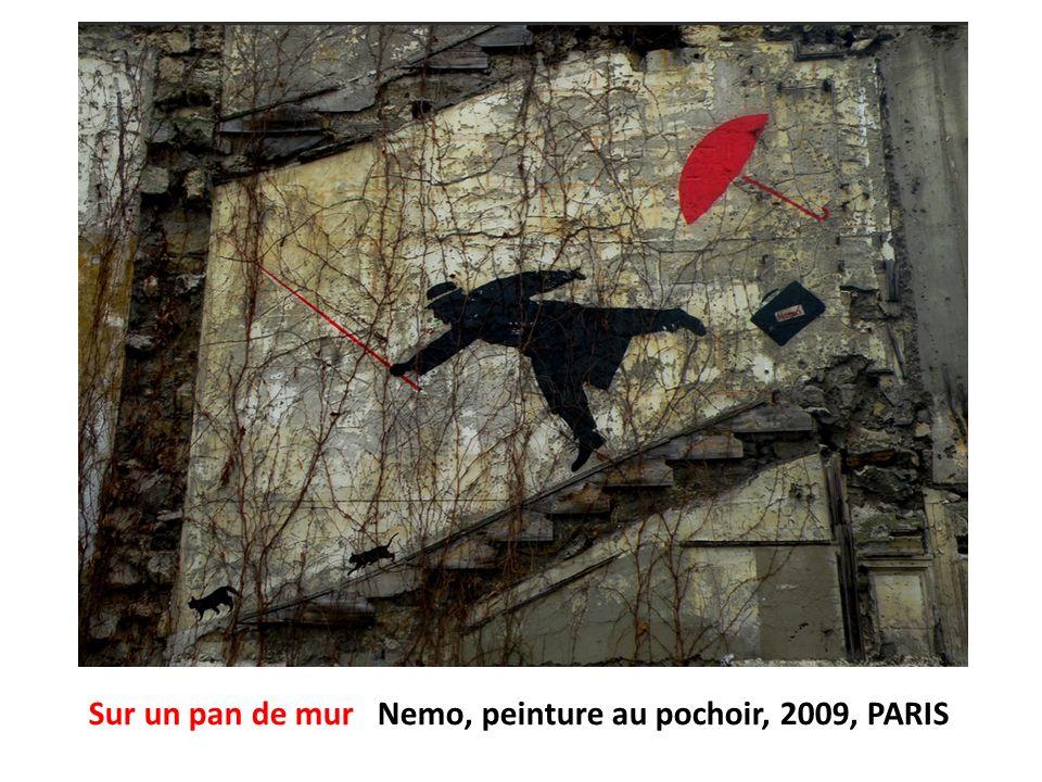 Sur un pan de mur Nemo, peinture au pochoir, 2009, PARIS