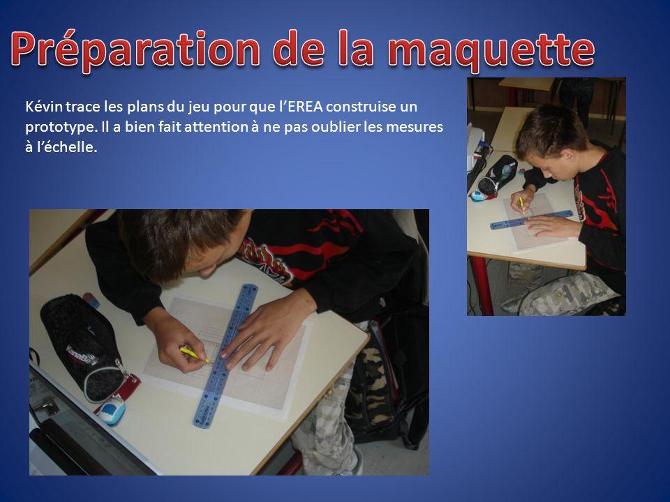 Kévin trace les plans du jeu pour que lEREA construise un prototype.