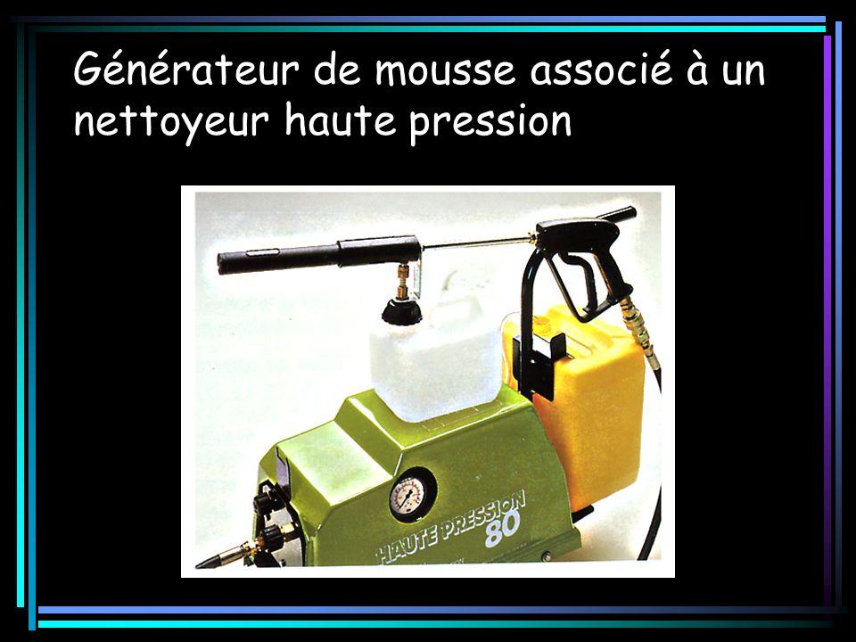 Générateur de mousse associé à un nettoyeur haute pression