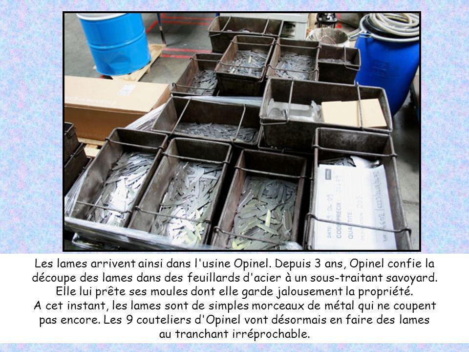 Du porte-clefs aux lames de 15 centimètres en passant par le numéro 8 (8,5 cm), Opinel propose pas moins de 300 références différentes pour 40 couteau