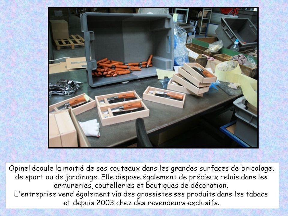 Dernière étape avant l'emballage, le contrôle qualité. Il est plus particulièrement poussé pour les produits qu'Opinel confie à des sous-traitants. Il