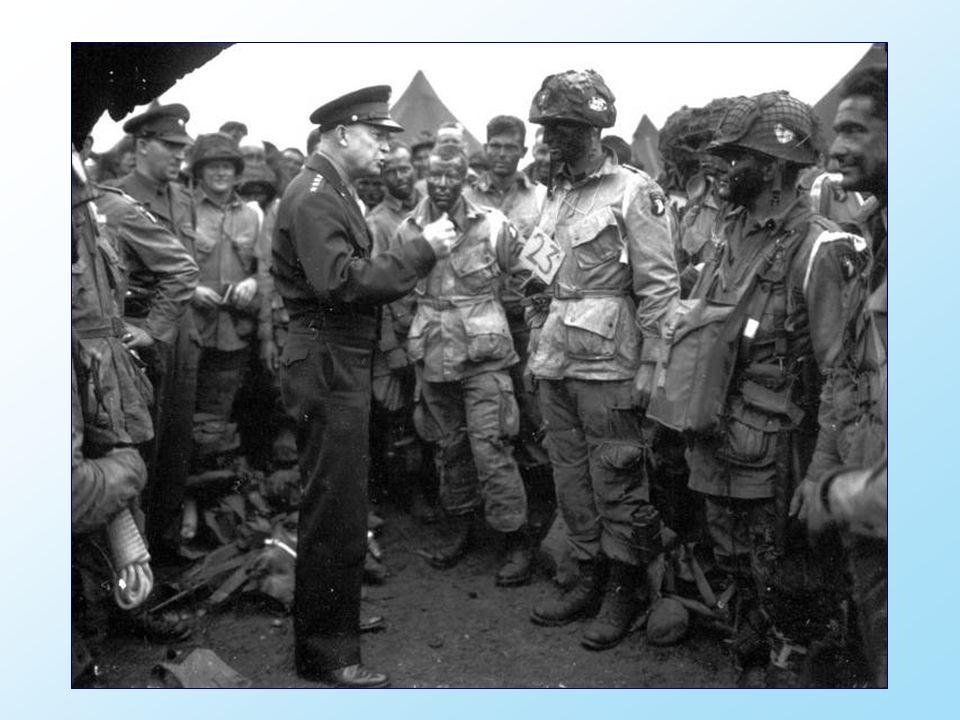 Le Commandant supème des opérations, le général Eisenhower donne l ordre du jour - J et de la victoire complète, rien d autre, aux parachutistes de la 101ème division aéroportée à la base de la Royal Air Force de Greenham Common en Angleterre, trois heures avant le départ.