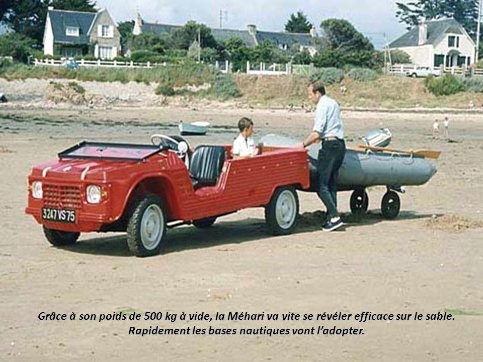 Le 14 mai 1968, la Méhari est dévoilée à la presse en Normandie dans des coloris vifs Et les voitures sont présentées sur un podium comme lors dun déf