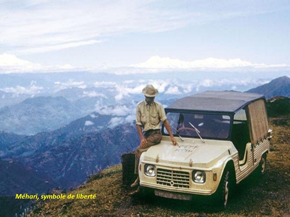Pour séduire les pays les plus variés, Citroën avait envoyé une Méhari rouge en 1969 à Cuba. Elle sera utilisée par Fidèle Castro.