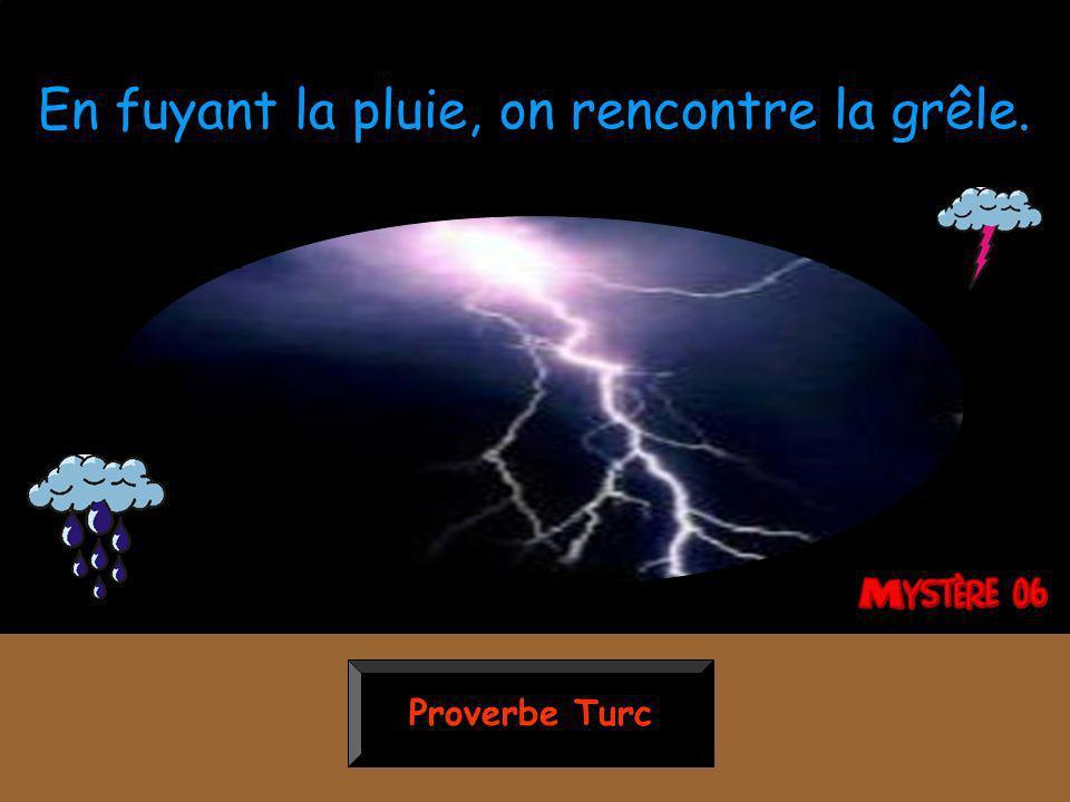 Proverbe Turc En fuyant la pluie, on rencontre la grêle.