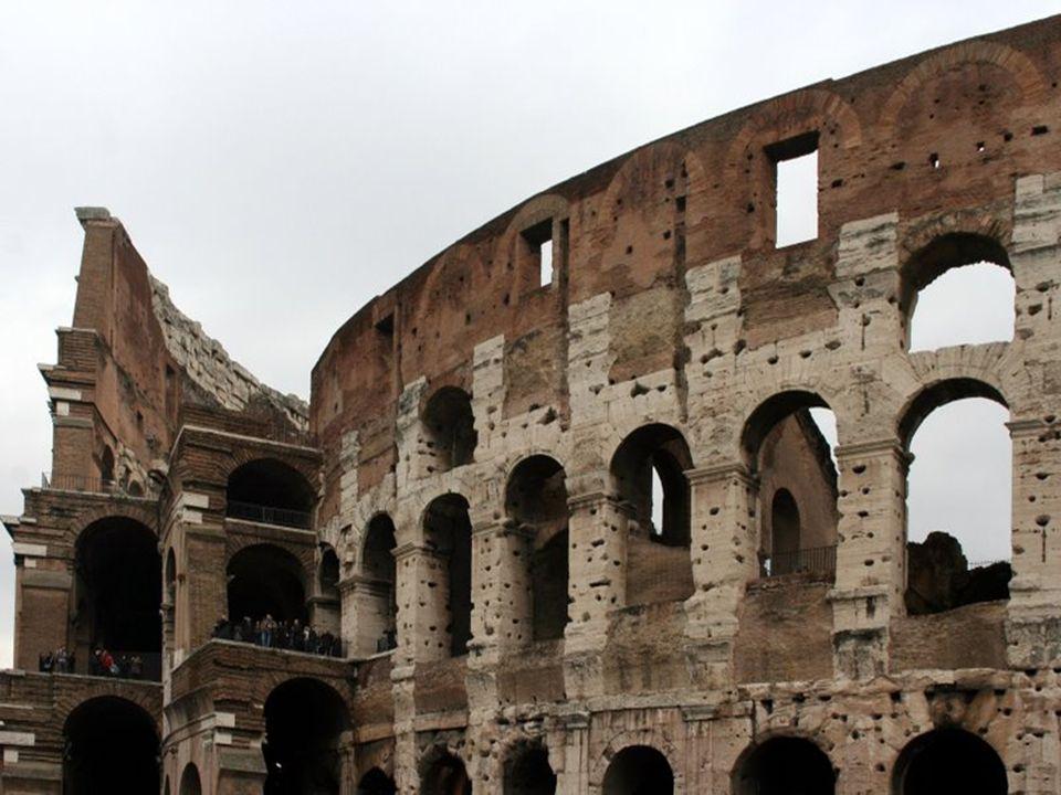 Le Colisée est en état de ruine, en raison des dommages causés par les tremblements de terre et la récupération des pierres, mais il continue à donner