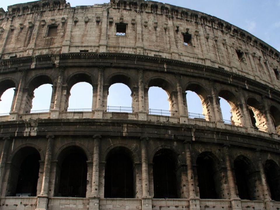 Outre les jeux traditionnels de gladiateurs, de nombreux autres spectacles y ont été organisés, tels que des simulacres de batailles navales, des chas