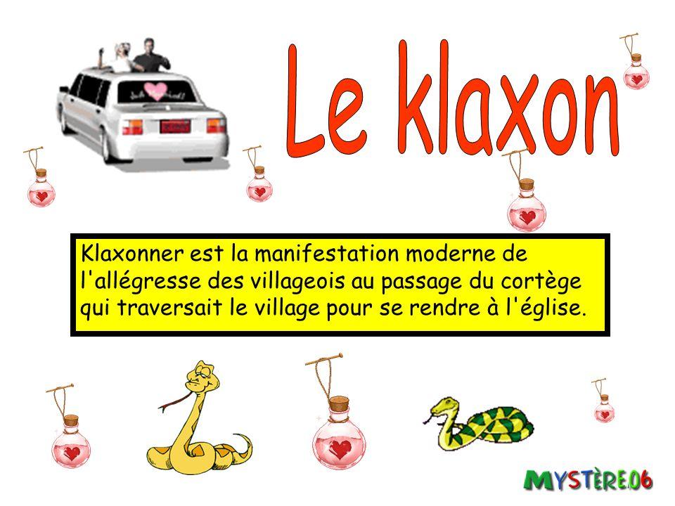 Klaxonner est la manifestation moderne de l allégresse des villageois au passage du cortège qui traversait le village pour se rendre à l église.