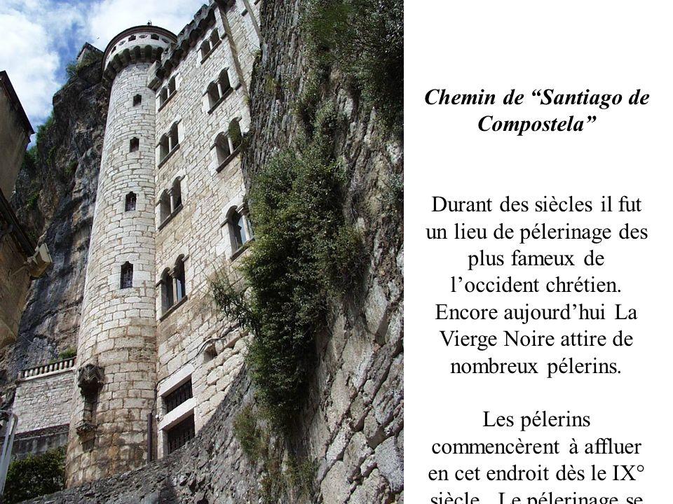 Une construction qui défie léquilibre Rocamadour saccroche au flanc : maison et sanctuaires se superposent sur une ligne verticale de toits obscures m