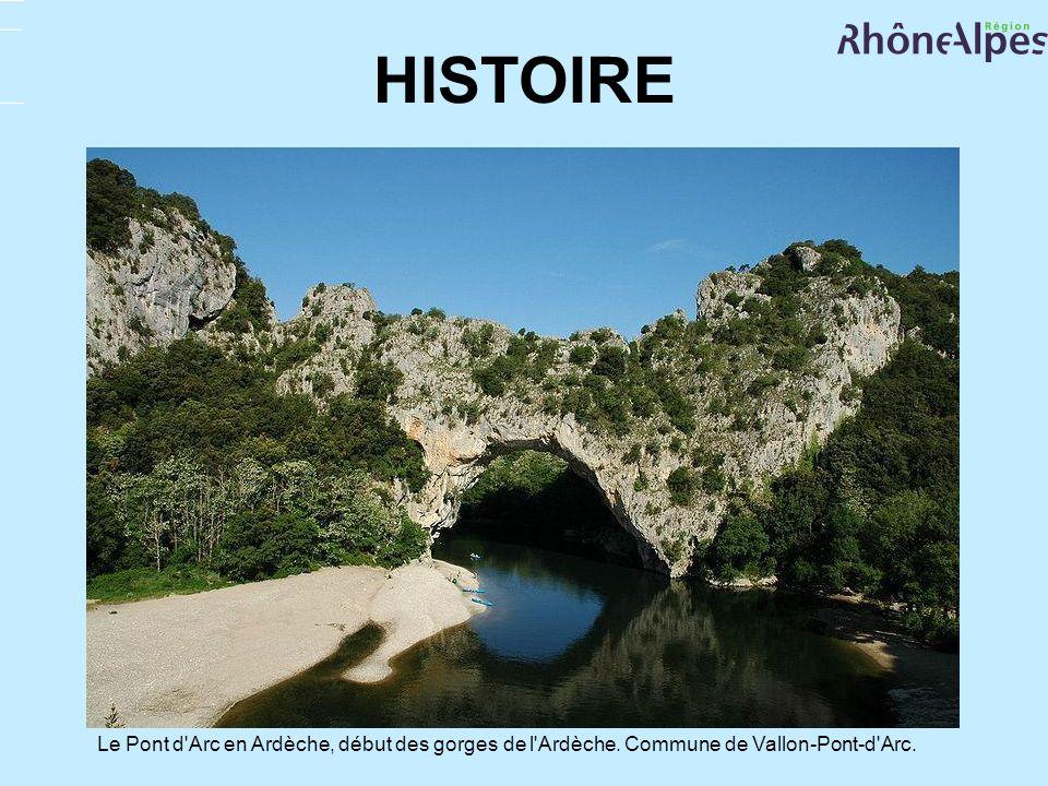 HISTOIRE Le Pont d'Arc en Ardèche, début des gorges de l'Ardèche. Commune de Vallon-Pont-d'Arc.