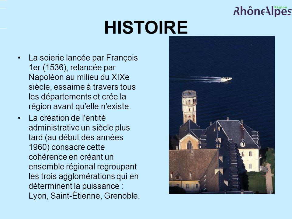 HISTOIRE La soierie lancée par François 1er (1536), relancée par Napoléon au milieu du XIXe siècle, essaime à travers tous les départements et crée la