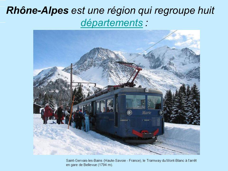 Rhône-Alpes est une région qui regroupe huit départements : départements Saint-Gervais-les-Bains (Haute-Savoie - France), le Tramway du Mont-Blanc à l