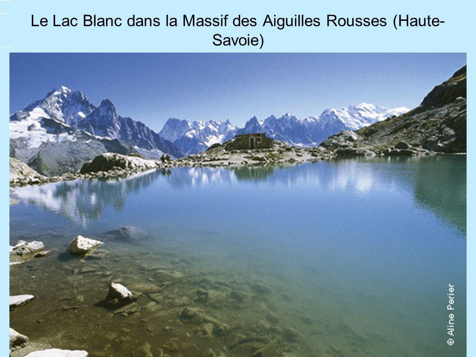 Le Lac Blanc dans la Massif des Aiguilles Rousses (Haute- Savoie)