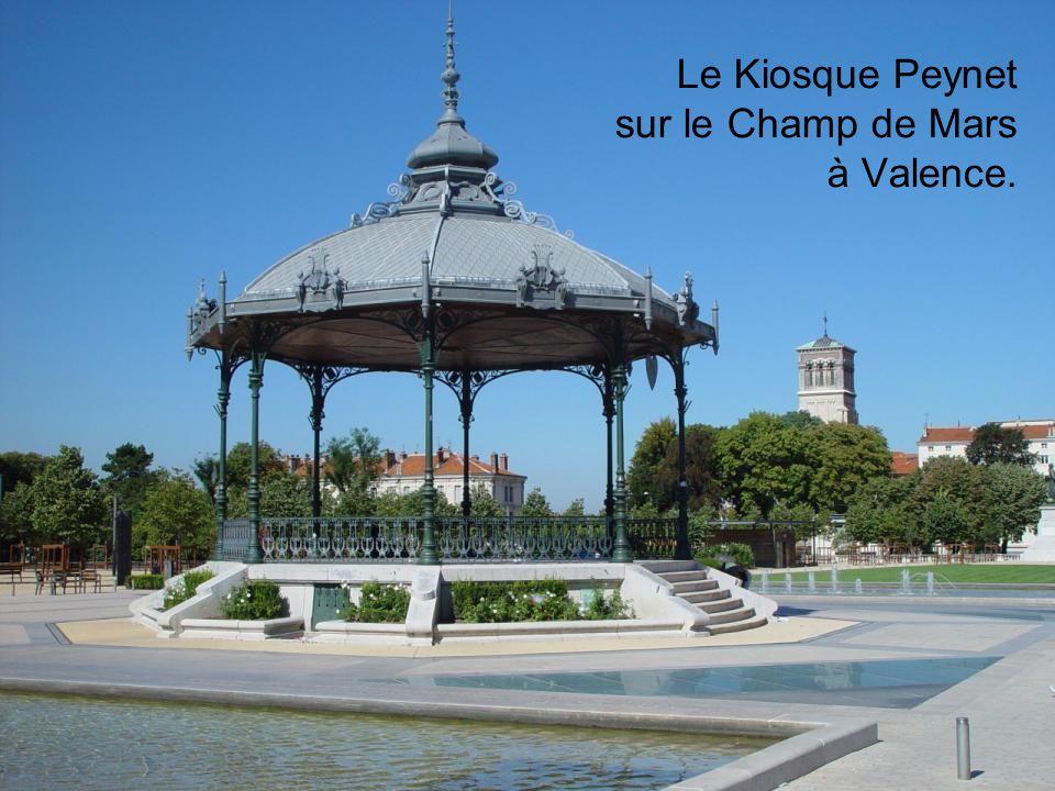 Le Kiosque Peynet sur le Champ de Mars à Valence.