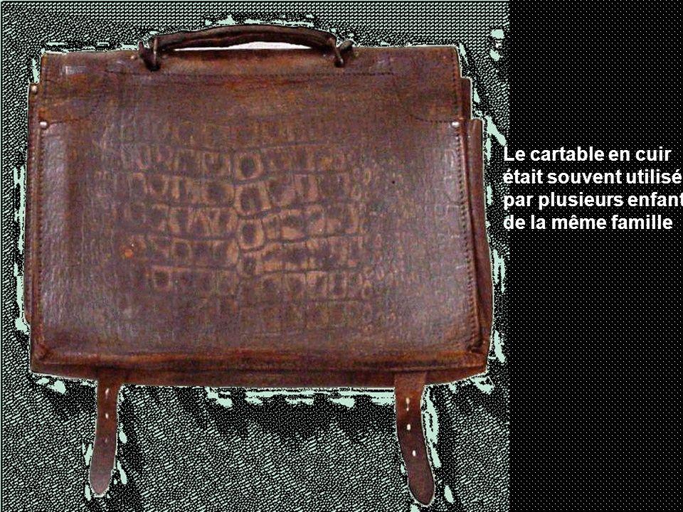Le cartable en cuir était souvent utilisé par plusieurs enfants de la même famille