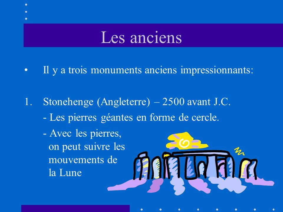 Les anciens Il y a trois monuments anciens impressionnants: 1.Stonehenge (Angleterre) – 2500 avant J.C. - Les pierres géantes en forme de cercle. - Av