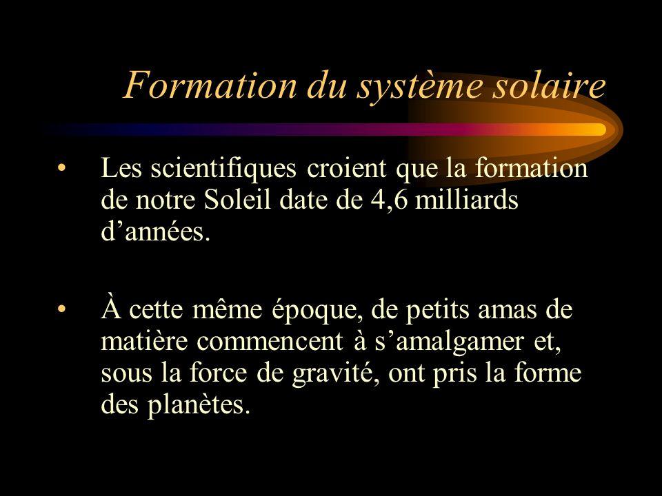 Formation du système solaire Les planètes loin du Soleil étaient formées par la condensation des nuages de gaz sous laction de la gravitation.