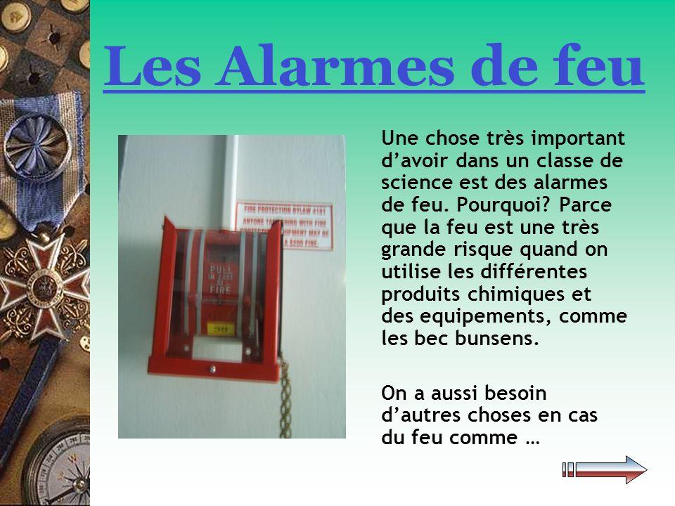 …les douches, les extincteurs de feu et les couvertures de sécurité sont aussi importants en cas du feu.