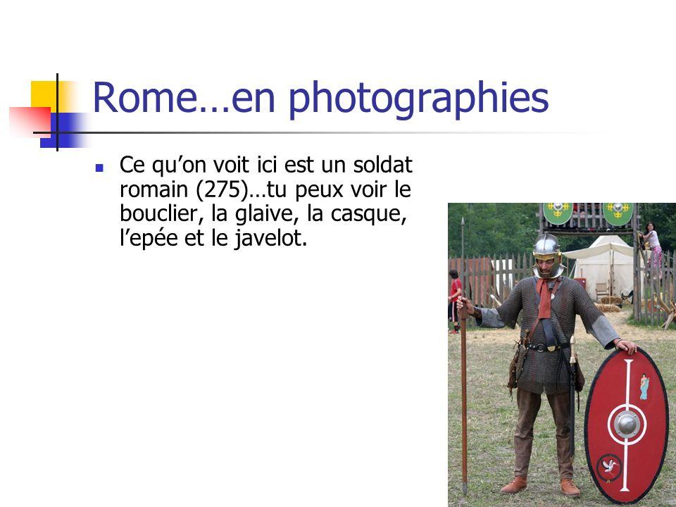 Rome…en photographies Ce quon voit ici est un soldat romain (275)…tu peux voir le bouclier, la glaive, la casque, lepée et le javelot.