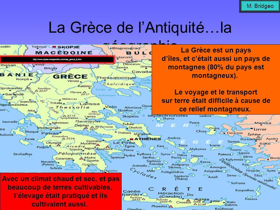 La Grèce de lAntiquité…la géographie La Grèce est un pays dîles, et cétait aussi un pays de montagnes (80% du pays est montagneux). Le voyage et le tr