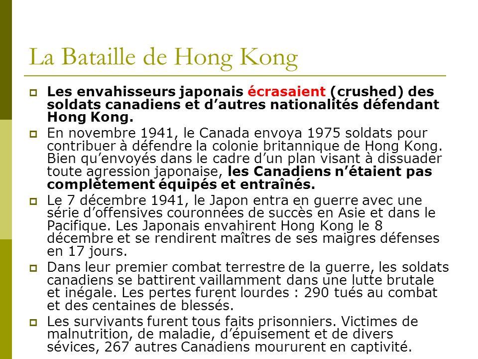 La Bataille de Hong Kong Les envahisseurs japonais écrasaient (crushed) des soldats canadiens et dautres nationalités défendant Hong Kong. En novembre