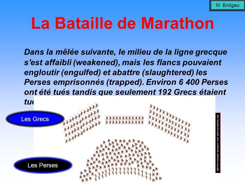 La Bataille de Marathon Dans la mêlée suivante, le milieu de la ligne grecque s'est affaibli (weakened), mais les flancs pouvaient engloutir (engulfed
