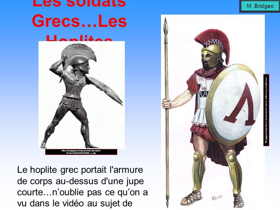 Les soldats Grecs…Les Hoplites Le hoplite grec portait l'armure de corps au-dessus d'une jupe courte…noublie pas ce quon a vu dans le vidéo au sujet d