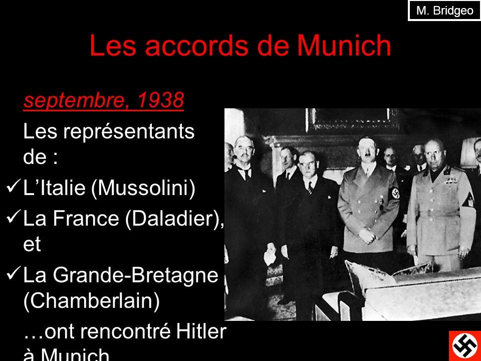 Les accords de Munich septembre, 1938 Les représentants de : LItalie (Mussolini) La France (Daladier), et La Grande-Bretagne (Chamberlain) …ont rencon
