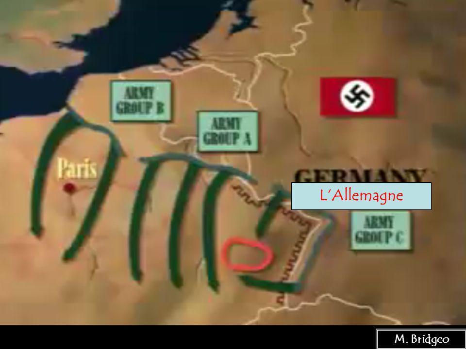 18 La défaite des Nazis en Russie Il y a quelques raisons pour léchec de lOpération Barbarossa : 1.Lhiver 2.Le temps perdu dans les Balkans 3.La sagesse des Généraux russe Le 8 décembre, 1941 Hitler a suspendu ses opérations en Russie.