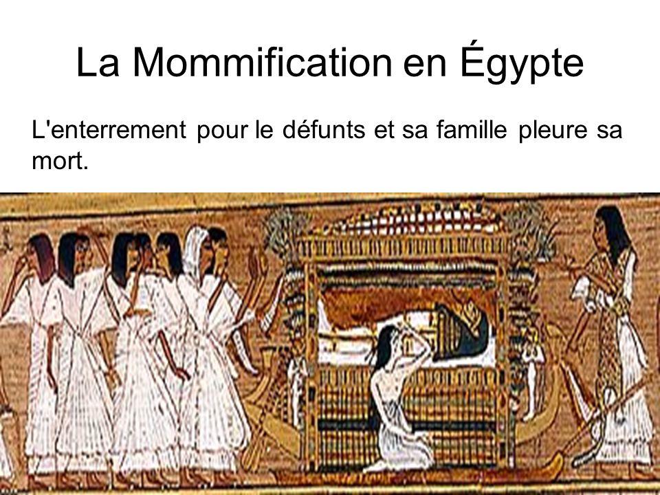 La Mommification en Égypte L'enterrement pour le défunts et sa famille pleure sa mort.