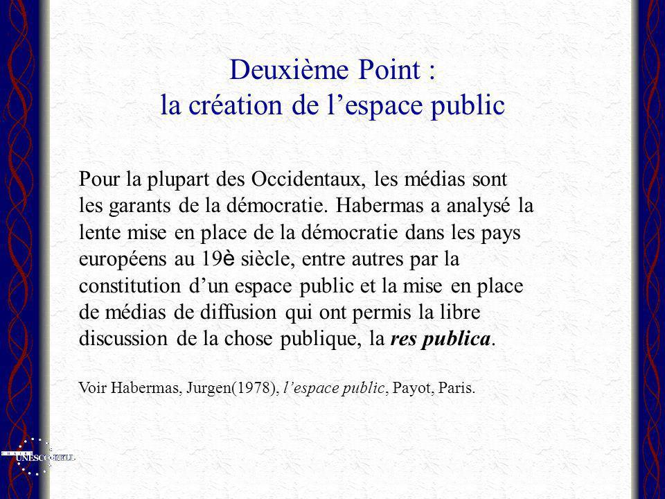 Deuxième Point : la création de lespace public Pour la plupart des Occidentaux, les médias sont les garants de la démocratie. Habermas a analysé la le