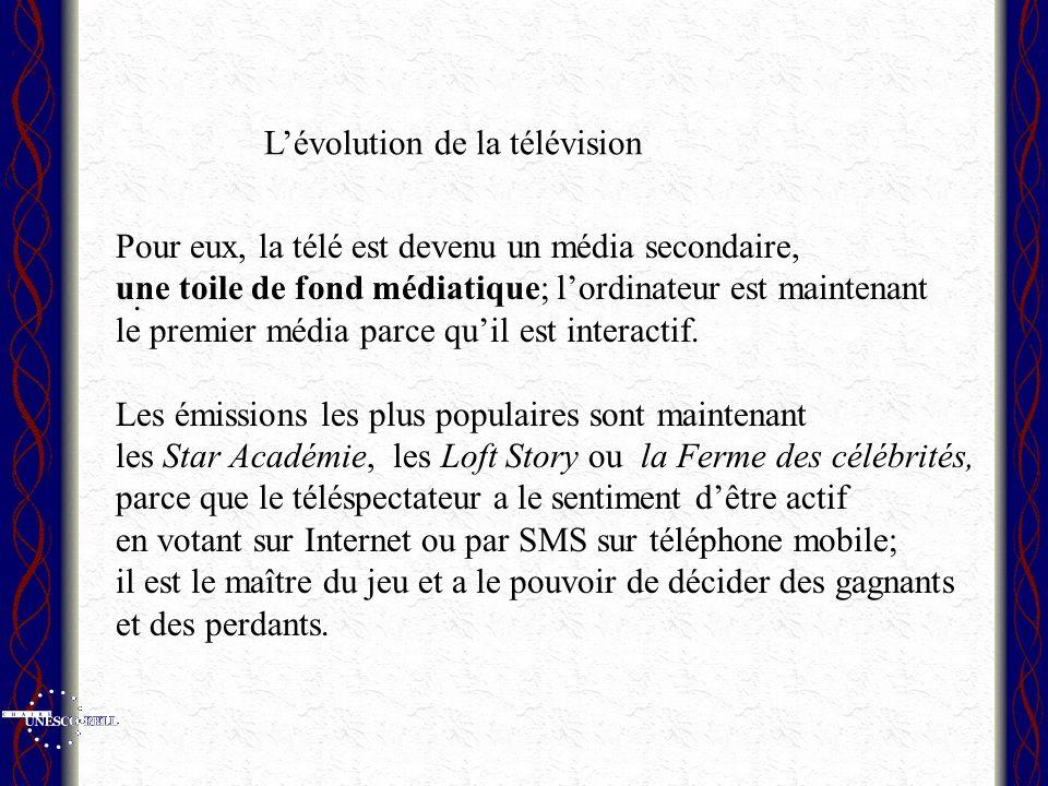 Pour eux, la télé est devenu un média secondaire, une toile de fond médiatique; lordinateur est maintenant le premier média parce quil est interactif.