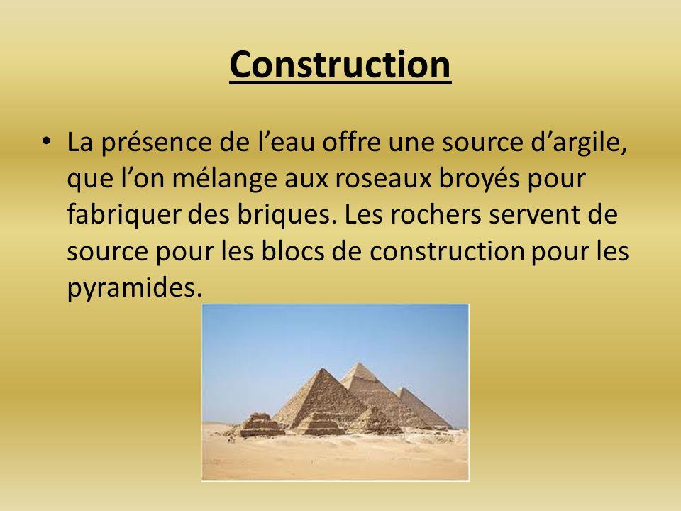 Construction La présence de leau offre une source dargile, que lon mélange aux roseaux broyés pour fabriquer des briques. Les rochers servent de sourc