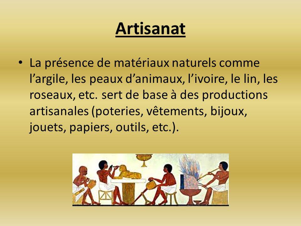 Artisanat La présence de matériaux naturels comme largile, les peaux danimaux, livoire, le lin, les roseaux, etc. sert de base à des productions artis