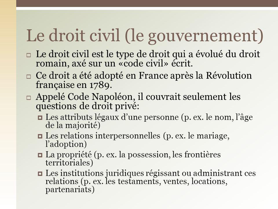 Le droit civil est le type de droit qui a évolué du droit romain, axé sur un «code civil» écrit. Ce droit a été adopté en France après la Révolution f