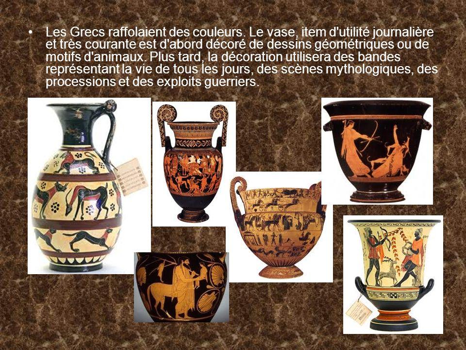 Les Grecs raffolaient des couleurs. Le vase, item d'utilité journalière et très courante est d'abord décoré de dessins géométriques ou de motifs d'ani