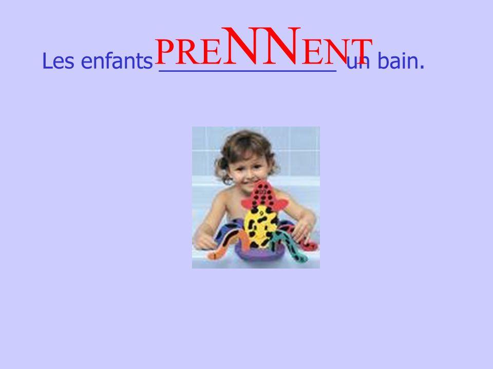 Les enfants _______________ un bain. PRE NN ENT